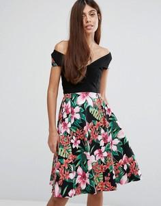 Короткое приталенное платье с широким вырезом и цветочным принтом Vesper - Черный