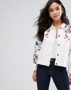 Джинсовая куртка с вышитыми цветами и птицами QED London - Кремовый