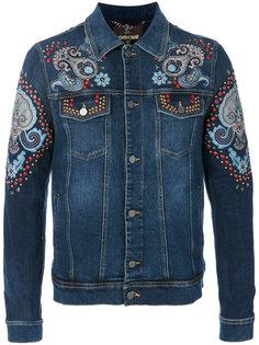 джинсовая куртка с нашивками Roberto Cavalli