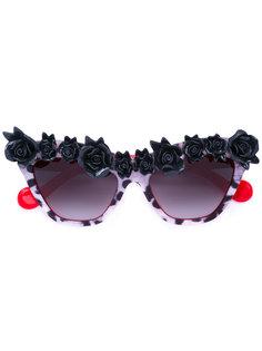 солнцезащитные очки с розовыми вставками Anna Karin Karlsson