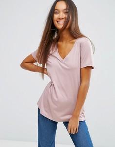 Свободная футболка с V-образным вырезом ASOS - Розовый