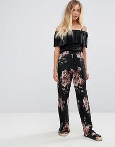 Широкие плиссированные брюки с цветочным принтом Vila - Черный