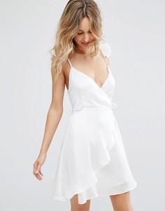 Атласное платье с запахом и рюшами на бретельках Wyldr Spoken Thoughts - Белый
