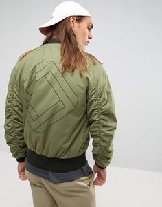 Oversize-бомбер цвета хаки с присборенными рукавами и принтом на спине ASOS - Зеленый