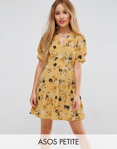 Чайное платье с мелким цветочным принтом ASOS PETITE - Мульти