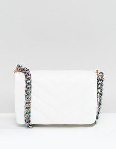 Стеганая сумка через плечо с радужной цепочкой ASOS - Белый