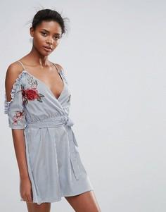 Короткое приталенное платье в полоску с вырезами на плечах и вышитыми розами Parisian - Синий