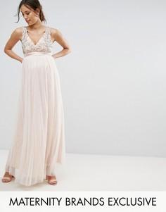 Платье макси с отделкой и глубоким вырезом Little Mistress Maternity - Розовый