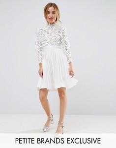 Платье мини с кружевным верхом и рукавами 3/4 Little Mistress Petite - Белый