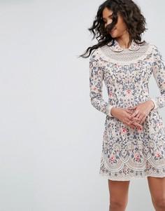 Платье для выпускного с декоративной отделкой Needle & Thread - Розовый