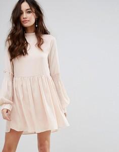 Свободное платье с высоким воротником и присборенной отделкой Fashion Union - Розовый