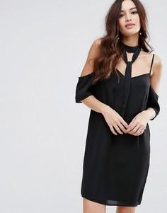 Платье с открытыми плечами и чокером Fashion Union - Черный