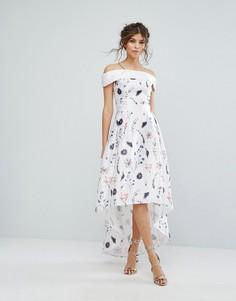 Платье с цветочным принтом и асимметричным подолом Chi Chi London - Мульти