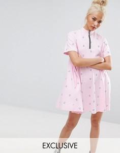 Свободное платье с короткими рукавами, принтом и молнией Lazy Oaf - Розовый
