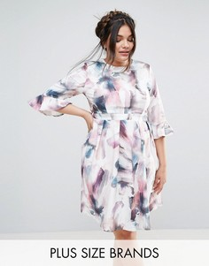 Короткое приталенное платье с рукавами клеш и цветочным принтом Little Mistress Plus - Мульти