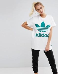 Белая футболка с крупным зеленым логотипом adidas Originals - Белый