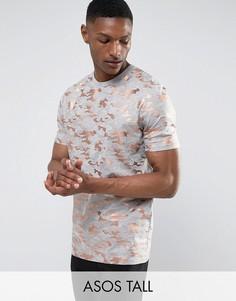 Длинная футболка с золотистым камуфляжным принтом ASOS TALL - Серый