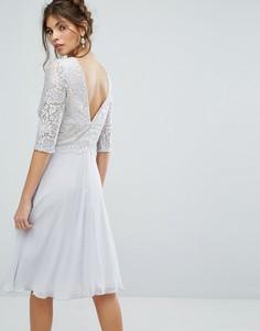 Платье миди с V-образным вырезом на спине и кружевным верхом Elise Ryan - Мульти