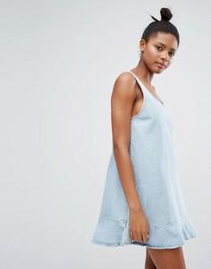 Джинсовое платье с волнистым краем Monki - Синий