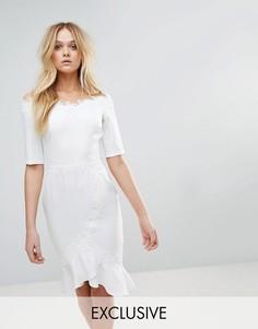Платье миди со спущенными плечами и кружевной отделкой Paper Dolls - Белый