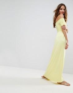 Сарафан макси с открытыми плечами и сборками ASOS - Желтый
