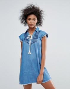 Джинсовое платье с вышивкой Urban Bliss Taylor - Синий