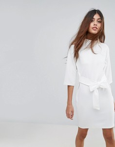 Фактурное платье с высоким воротом и поясом Closet - Белый