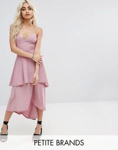Многоярусное короткое приталенное платье Boohoo Petite - Розовый