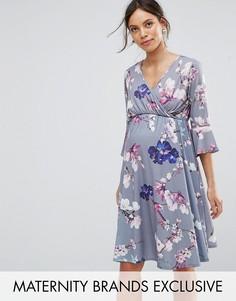 Приталенное платье с запахом, рукавами клеш и цветочным принтом Bluebelle Maternity - Мульти