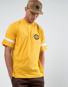 Футболка с рукавами реглан и маленьким логотипом Brixton - Желтый
