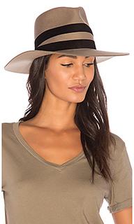 Шляпа un - Janessa Leone