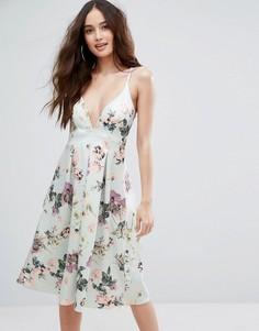 Приталенное платье миди с глубоким вырезом и цветочным принтом Boohoo - Мульти