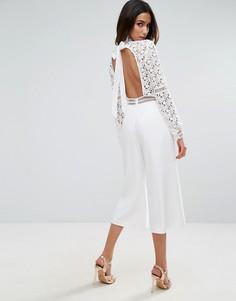 Кружевной комбинезон с открытой спиной и юбкой-шортами ASOS Premium - Белый