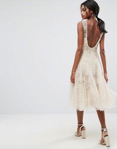 Платье миди с заниженной талией и цветочной отделкой ASOS SALON - Бежевый