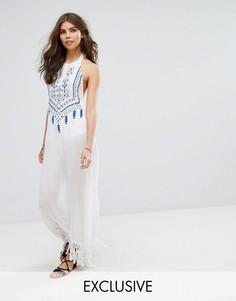 Пляжное платье макси с вышивкой, завязкой сзади и кисточками Akasa - Белый