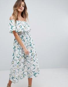Платье миди с принтом и открытыми плечами PrettyLittleThing - Белый
