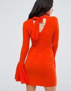 Платье миди с открытой спиной и расклешенными рукавами AX Paris - Оранжевый