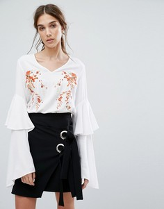 Топ с V-образным вырезом, оборками на рукавах и цветочной вышивкой Neon Rose - Белый
