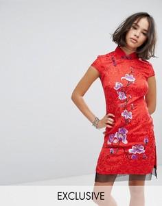 Парчовое платье с высоким воротником и цветочной вышивкой Reclaimed Vintage Inspired - Красный