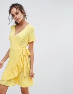 Платье с запахом и оборкой New Look - Желтый