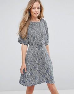 Короткое приталенное платье с рукавами клеш Glamorous - Кремовый