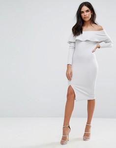 Серое платье миди с открытыми плечами, оборкой и разрезом Missguided - Серый