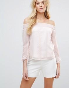 Блузка с вышивкой и открытыми плечами Lipsy - Розовый