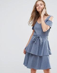 Джинсовое платье с оборками на юбке Liquorish - Синий