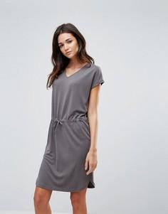 Платье-футболка с поясом на талии b.Young - Серый