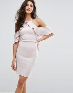 Платье мини с открытыми плечами, блестками и оборкой Lipsy - Розовый
