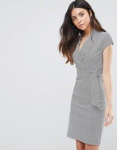 Платье с принтом и D-образным кольцом Liquorish - Серый