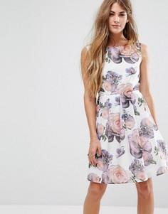 Короткое приталенное платье с розами Yumi - Белый