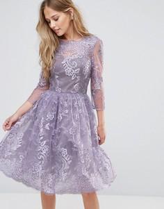 Кружевное платье миди с V-образным вырезом сзади Chi Chi London - Фиолетовый