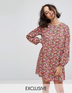 Свободное платье с завязкой на спине и цветочным принтом Reclaimed Vintage Inspired - Мульти